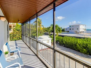 Canal front w/ocean access, partial ocean views - dog friendly