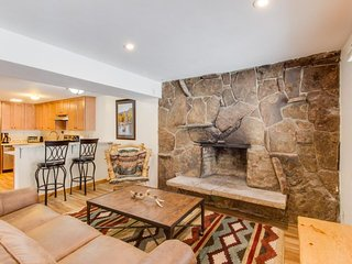 Newly renovated cabin in quiet neighborhood near year-round outdoor activities!, Vail