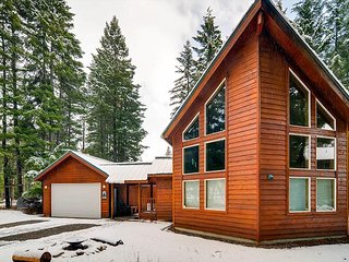 3rd Night Free | Awesome Cabin Nr Suncadia, Wood Fireplace w/ a Covered Patio