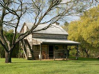 Palo Alto Creek Farm - The Log Cabin, Fredericksburg