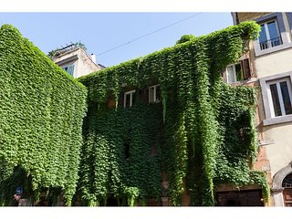 IVY  -Romantic apartment in old Monti District, Rome