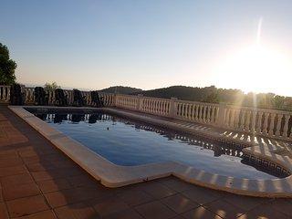 VILLA MARI, con piscina privada totalmente vallada!!!, Bellvei