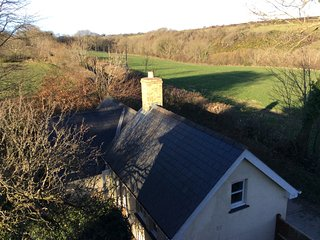 Cosy retreat with woodburner, close to coastal path and beautiful beaches., Pentregat
