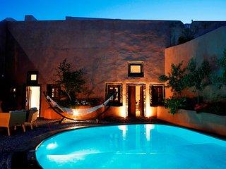 Villa Io - 2 Bedroom Villa with Private Pool