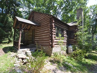 Traditional with a twist! Tolson Cabin is a beautifully crafted home boasting a