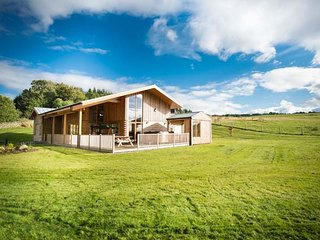 ATLAS, quality accommodation with hot tub, sauna barrel, views, eco heating