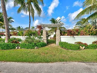 3BR, 2BA Singer Island House Across from Intercoastal - Walk to the Beach, Palm Beach Shores