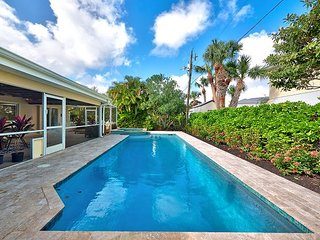 Gorgeous 4BR, 2BA Singer Island Home w/Private Pool - Walk to the Beach, West Palm Beach