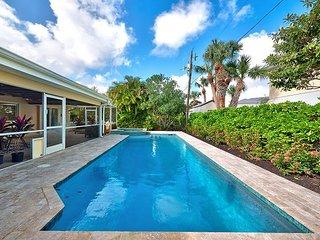 Gorgeous 4BR, 2BA Singer Island Home w/Private Pool - Walk to the Beach, West Palm Beach