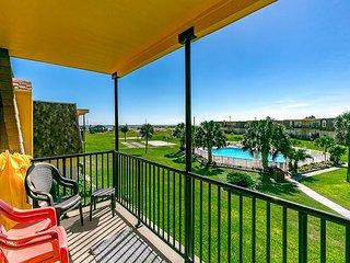 2BR, 2BA Condo at Island Retreat, Boardwalk Access, Swimming Pools, Gulf View