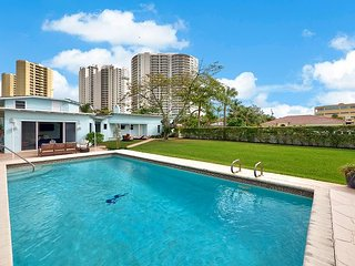 3BR, 4BA Pet-Friendly Singer Island House with Pool, Grill, Aquarium Wall, Riviera Beach