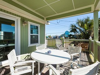 Newly Renovated Beach House –  5 minute walk to the beach, Galveston