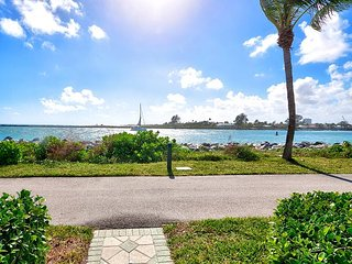 1BR Palm Beach Shores Apartment - Intercoastal Views & Shared Tropical Garden, West Palm Beach