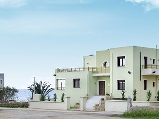 Gravity Villa, 70m away from the sandy beach of Sfakaki, Rethymnon