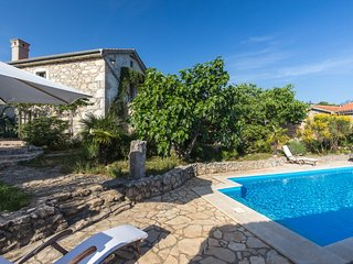 13301 Beautiful stone holiday house with pool, Kapovci