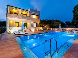 Holiday Villa with Pool and Large Garden in Chania