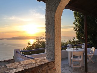 Villa CAMELIA. Private access to the sea. Privileged view of the Egean sea., Glossa