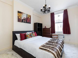 Comfortable 2 bed right in the heart of Paddington, London