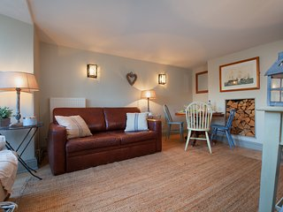 Compass Cottage - A Cute Cosy Cottage with Heritage Flair in the hear of Shaldon