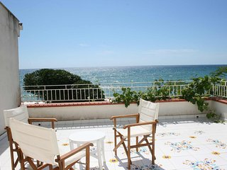 Villa right on the beach, 6 sleeps
