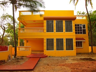Sunshine Villa - private villa with pool, Colva