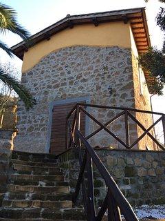 esterno della casetta situata nella valle dei calanchi di Civita di Bagnoregio antico borgo etrusco