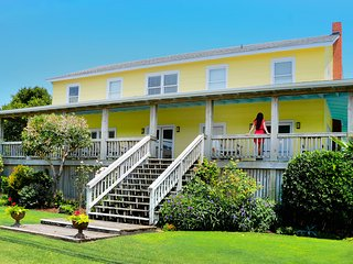 Charming Oceanfront Cottage with Blockade Runner Beach Resort Amenities