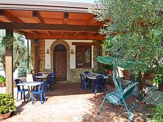 Casa Ale: portion of villa with shared pool up to 6 people (2 double bedroom)