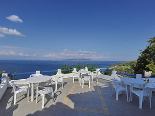 Villa VIOLA. Private access to the sea. Privileged view of the Egean sea., Glossa