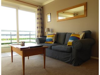 Delightful Apartment in Rest Bay, Porthcawl