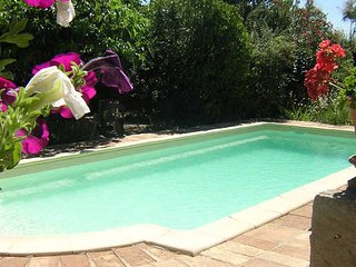 Cheap holidays to South France with pool, sleeps 5, Roujan