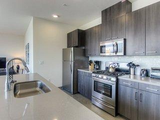 Furnished 3-Bedroom Apartment at W Wilson Ave & N Orange St Glendale