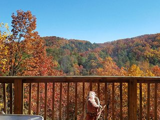 """Little Bear Paws"" A True Mountain Experience!15% off Remaining Days March April, Pigeon Forge"