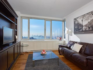 LUXURY 2 BEDROOM, TIMES SQUARE, AMAZING VIEWS!!, New York City