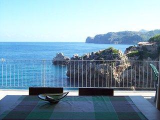 Villa 66 seafront in Cala Deia