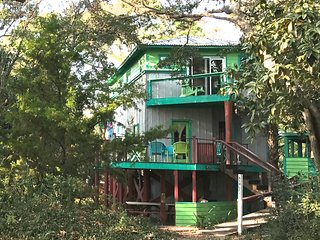 Ashley Tree House, close to beach, playground, food, drink & water sports.