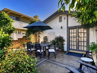 East Bay Ave- Close to Balboa Village 2 bedroom lower unit w/view of the Bay!