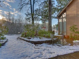 Cozy & warm condo with a shared deck, firepit & river views!