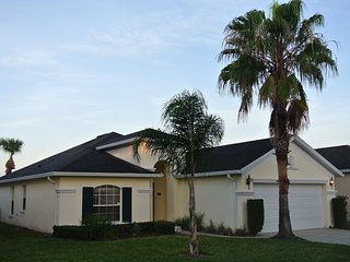 3 Bed 2 Bath - private un-overlooked pool deck, A/C, Games Room, Huge Master