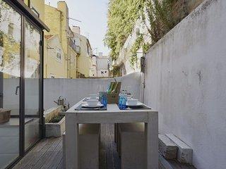 Santos Olival apartment in Santos with WiFi & privéterras., Lisbon