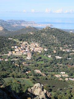 village de Moncale et baie de Calvi.