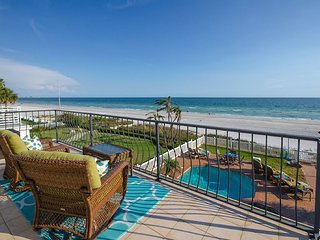 Beach Bliss - Beachfront - Private Pool, Clearwater