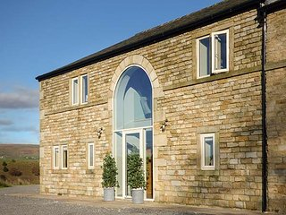 BREARLEY BARN, barn conversion with fantastic views, luxury accomodation