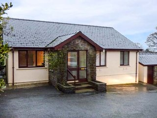 WOODGREEN COTTAGE, bungalow, family-friendly, roll-top bath in Templeton, Ref 949813
