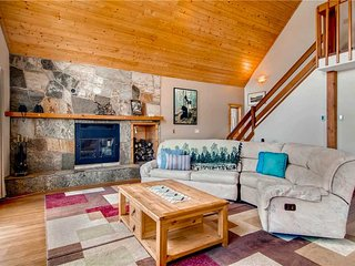 Stunning and inviting home, private hot tub, Silverthorne
