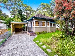 """Smart casual beach cottage plus cabin"", Pearl Beach"
