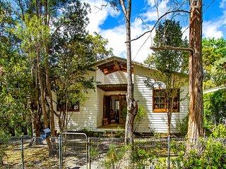 Classic Beach House plus Cabin, Pearl Beach