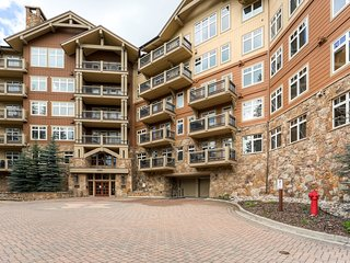 Luxury Ski-in/Ski-Out 1Br Condo Free golf after 4 on arrival ~ RA132422