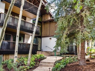 Quiet 2Br + Loft/3Ba Condo Just Steps From the Village ~ RA132644