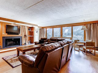 Newly Renovated! Spacious - Sleeps 11. Kids Ski Free! ~ RA133353, Keystone